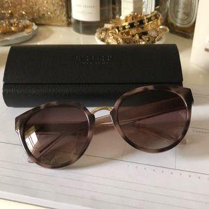 Burberry sunglasses !